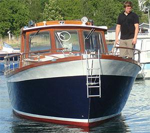 Sjösättning av nylackad Nauticat 33